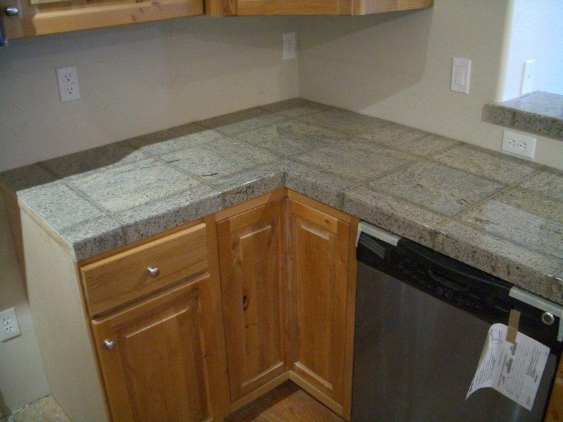 Granite Tiles Countertop : Granite Tile Kitchen Countertop and Bar