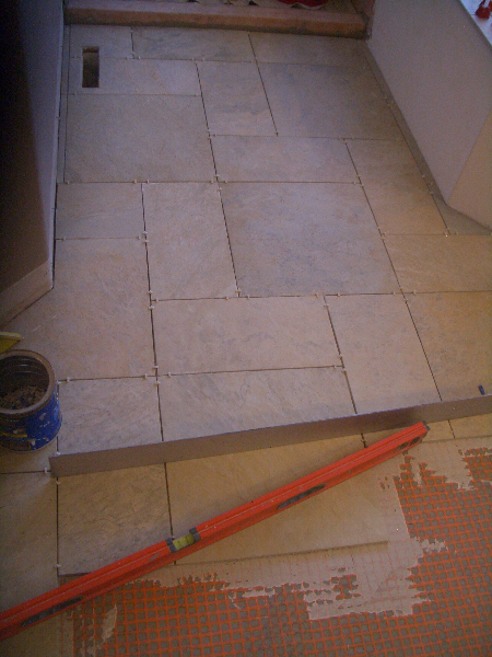 Patterned porcelain floor tile 
