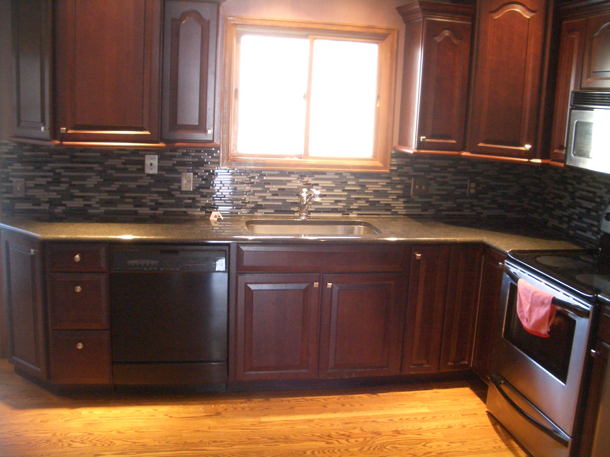 Glass tile kitchen backsplash in fort collins Kitchen backsplash ideas pictures 2010