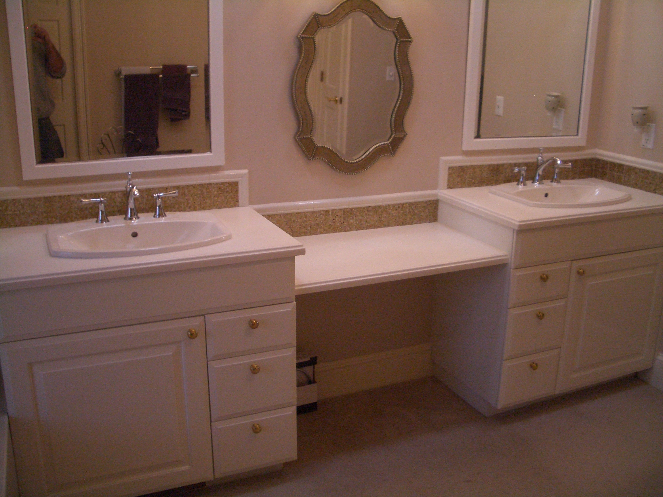 Glass vanity backsplash in fort collins for Images of bathroom backsplashes