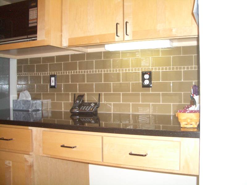 Glass Backsplash Pictures Kitchens