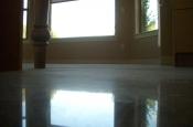 Flat marble tile floor installation with in-floor heating