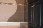 Wave design in stand-up shower